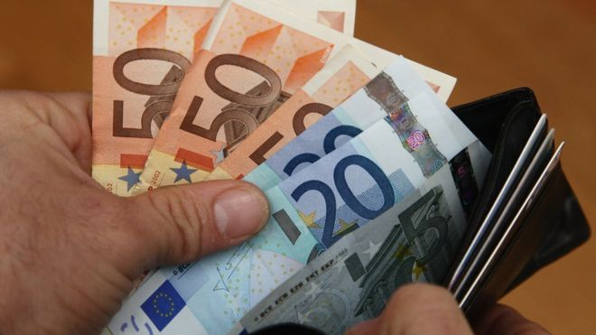 Euro notes, file pic